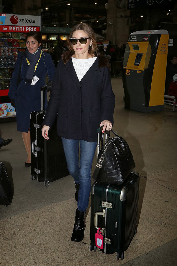 Olivia-touched-down-Paris-just-her-first-few-personal-items